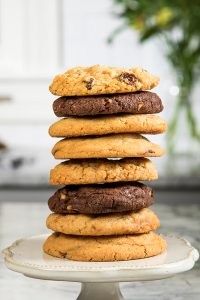 LSI-7857 - Stacked Cookies on Stand_667